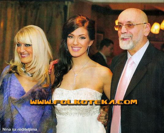Nina Radulovic sa roditeljima vencanje